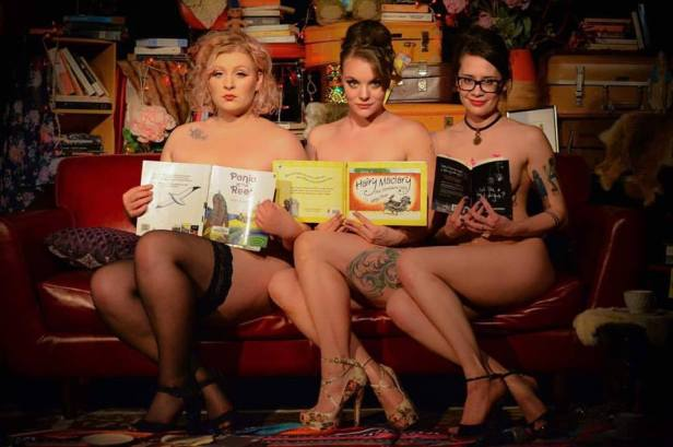naked-girls-reading